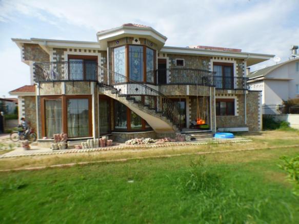 Large 3 Bedroom Detached Villa