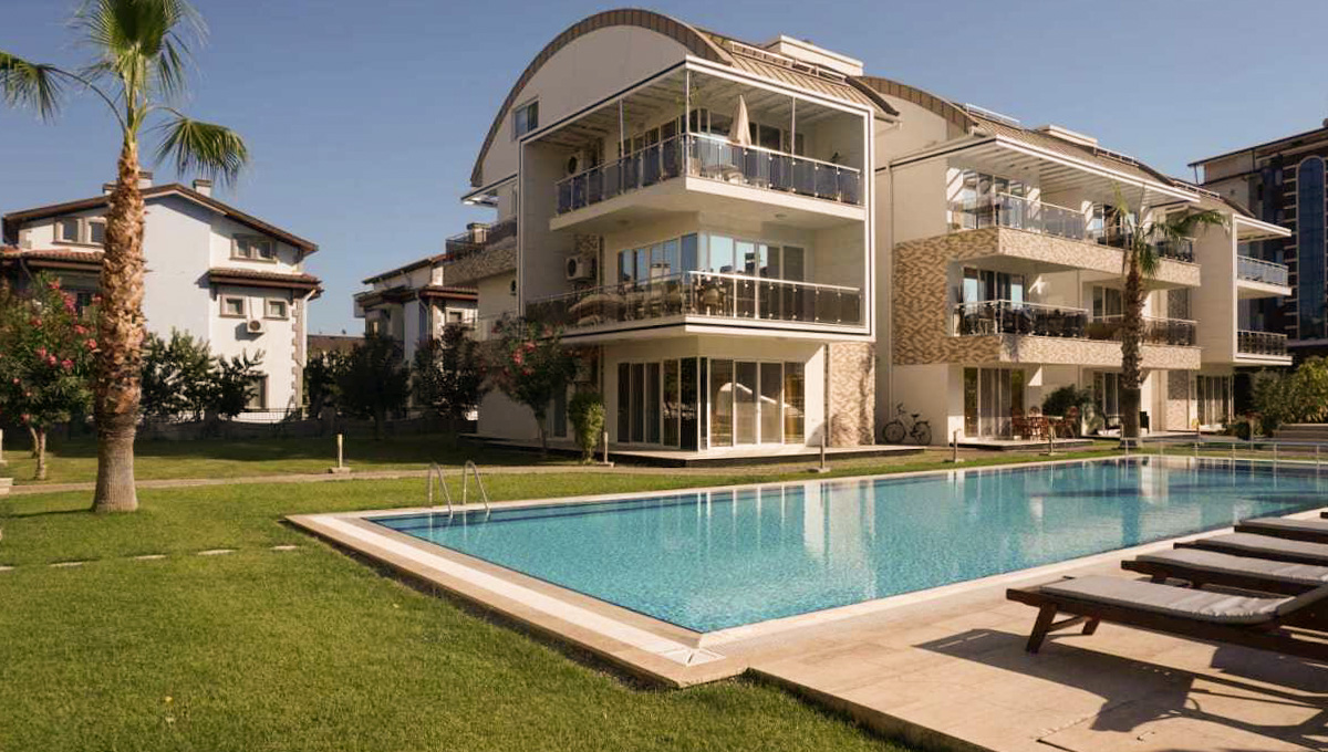 2-Bedroom Flat with Pool View