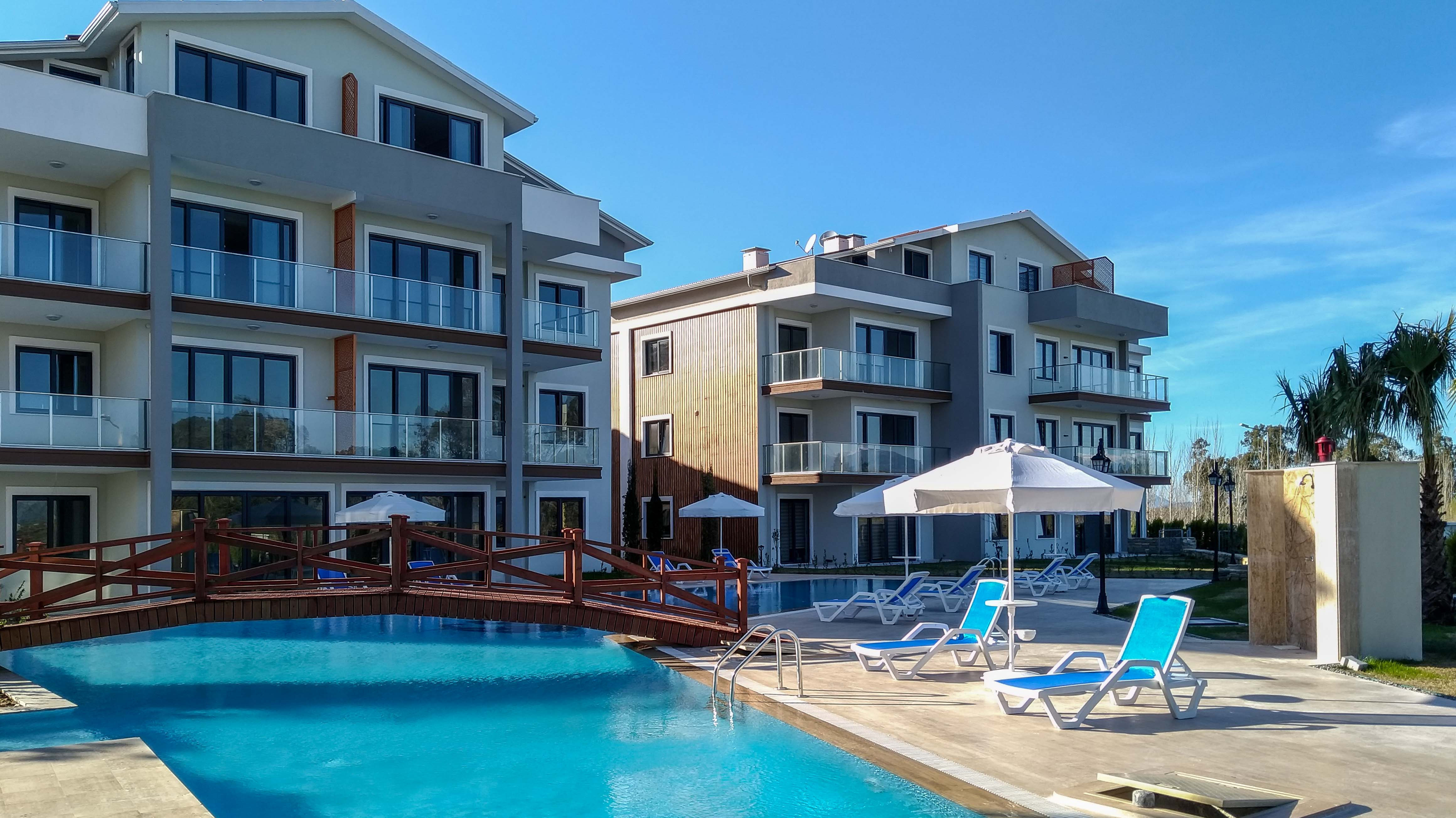2-Bedroom Flat By The Pool