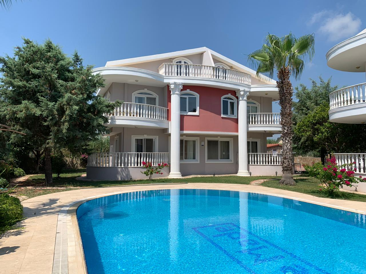Bargain deal! 3-Bedroom Villa