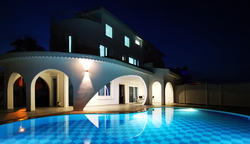 Villa mit 3 Schlafzimmern. Privater Pool