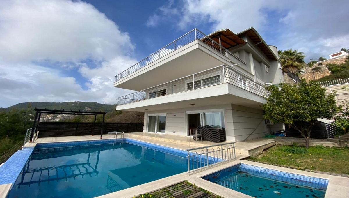 Extra Large Villa In Bektas